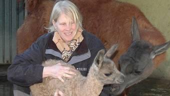 Streichelzoo statt Raubtierhaltung: Geschäftsleiterin Cornelia Da Silva hat das Konzept im Zoo Hasel in Remigen geändert. Mhu/Archiv