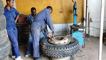 Mithilfe der Stiftung BPN sind in fünf Entwicklungsländern bereits mehr als 1000 Kleinunternehmen entstanden – wie diese Autogarage in Rwanda.