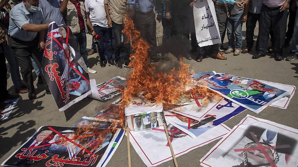 Palästinenser demonstrieren gegen Israels Einigung mit Golfstaaten