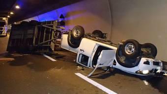 Im Bözbergtunnel begann der Anhänger zu schlingern, worauf der Fahrer die Kontrolle über die Fahrzeugkombination verlor und mit der Tunnelwand kollidierte.