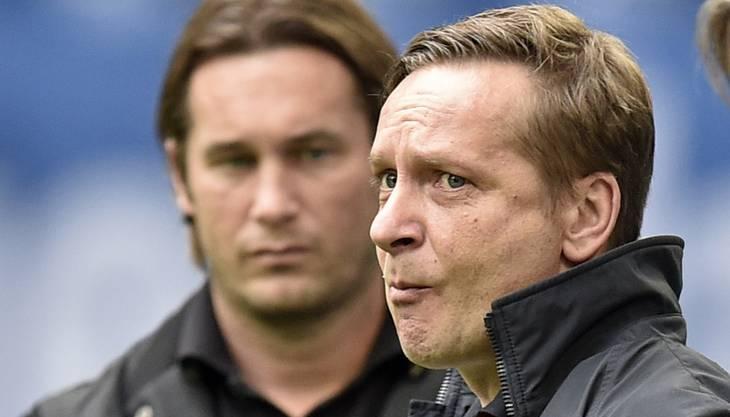 """Der Schalke-Manager Horst Heldt sagt, wieso er Trainer Jens Keller entlassen hat: """"Die fehlende Stabilität war der ausschlaggebende Punkt. Die Leistungen der Mannschaft in den vergangenen Wochen sind immer wieder starken Schwankungen unterlegen gewesen. Auch positive Ansätze wie die sieben Punkte aus der englischen Woche mit dem i-Tüpfelchen des Derbysiegs haben leider keine nachhaltige Wirkung gezeigt. Es fehlt die notwendige Konstanz, um unsere gesteckten sportlichen Ziele zu erreichen. Daher haben wir uns dazu entschieden, einen Schnitt zu vollziehen.Die Entscheidung ist am Sonntag nach den Eindrücken der letzten beiden Spiele gereift. Der Trend war negativ. Wir mussten handeln."""" Deshalb hat sich Schalke für Di Matteo entschieden: """"Er fordert Disziplin. Di Matteo wird für eine gute Organisation auf dem Platz stehen. Er hat eine Spielphilosophie. Er weiß, wie man mit Stars umgeht. Wir haben nicht nur junge und unerfahrene Spieler. Wir sind der festen Überzeugung, dass Roberto Di Matteo das Team stabilisiert und es schafft, unsere Ziele in der Bundesliga und der Champions League zu erreichen."""""""