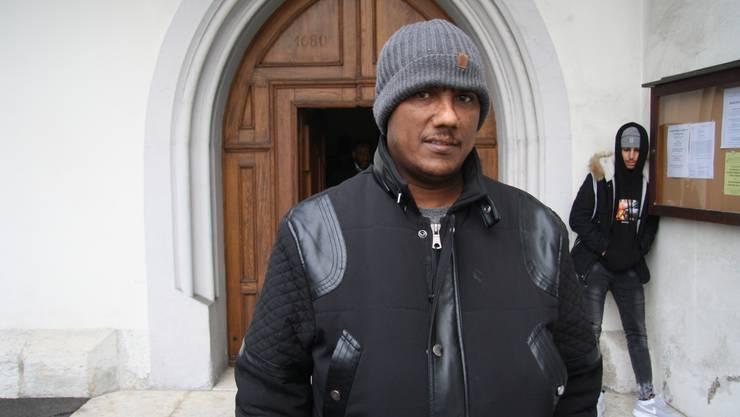 Menakbahem Eynom trauert mit seinen Landsleuten aus Eritrea im Klster Nominis Jesu.