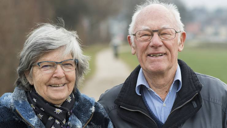 Ihr freiwilliger Einsatz für ein sauberes Urdorf wurde letztes Jahr mit 211 Stimmen gewürdigt. Das pensionierte Ehepaar zieht jede Woche zweimal los, um im Dorf Müll aufzulesen – weil sie in der saubersten Gemeinde des Limmattals wohnen möchten.