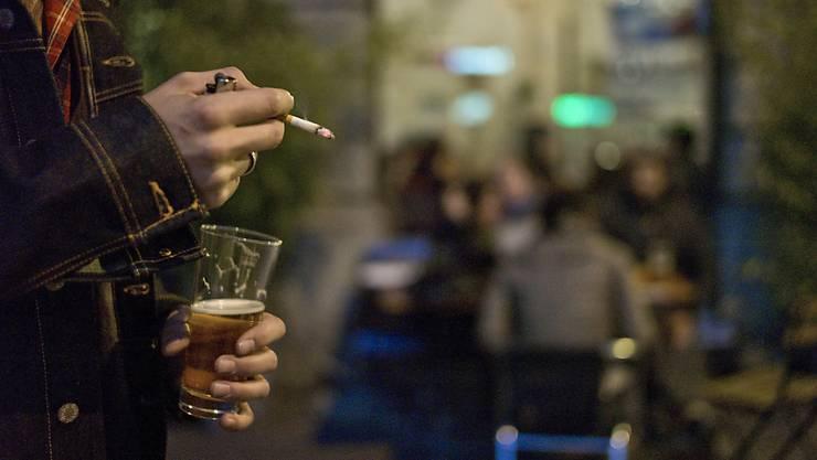 Vor einer Party im Jugendtreff: Der Angeklagte entriss einem anderen jungen Mann das Päckli Zigaretten. (Symbolbild)