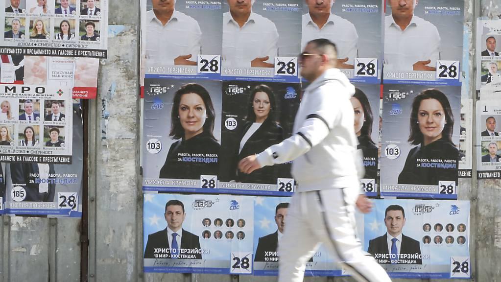 In Bulgarien wird inmitten der dritten Corona-Welle ein neues Parlament gewählt. Im Sommer 2020 hatte es Proteste mit Korruptionsvorwürfen gegen die Koalitionsregierung der GERB gegeben. Foto: Visar Kryeziu/AP/dpa