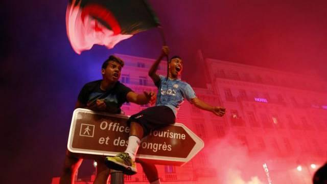 Algerien-Fans feiern in Marseille