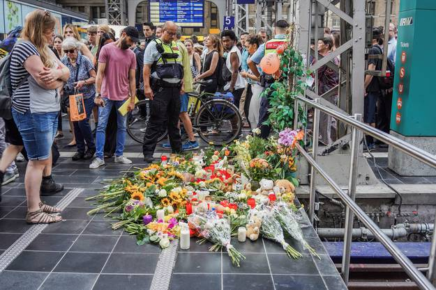 Auch viele Blumen wurden niedergelegt.