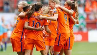 Die Niederländerinnen bejubeln ihren ersten EM-Titel