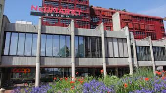 Im Brugger Neumarkt 2 haben seit Anfang Mai nur noch Coop, Interdiscount und Gidor am Freitagabend erweiterte Öffnungszeiten bis 20 Uhr.