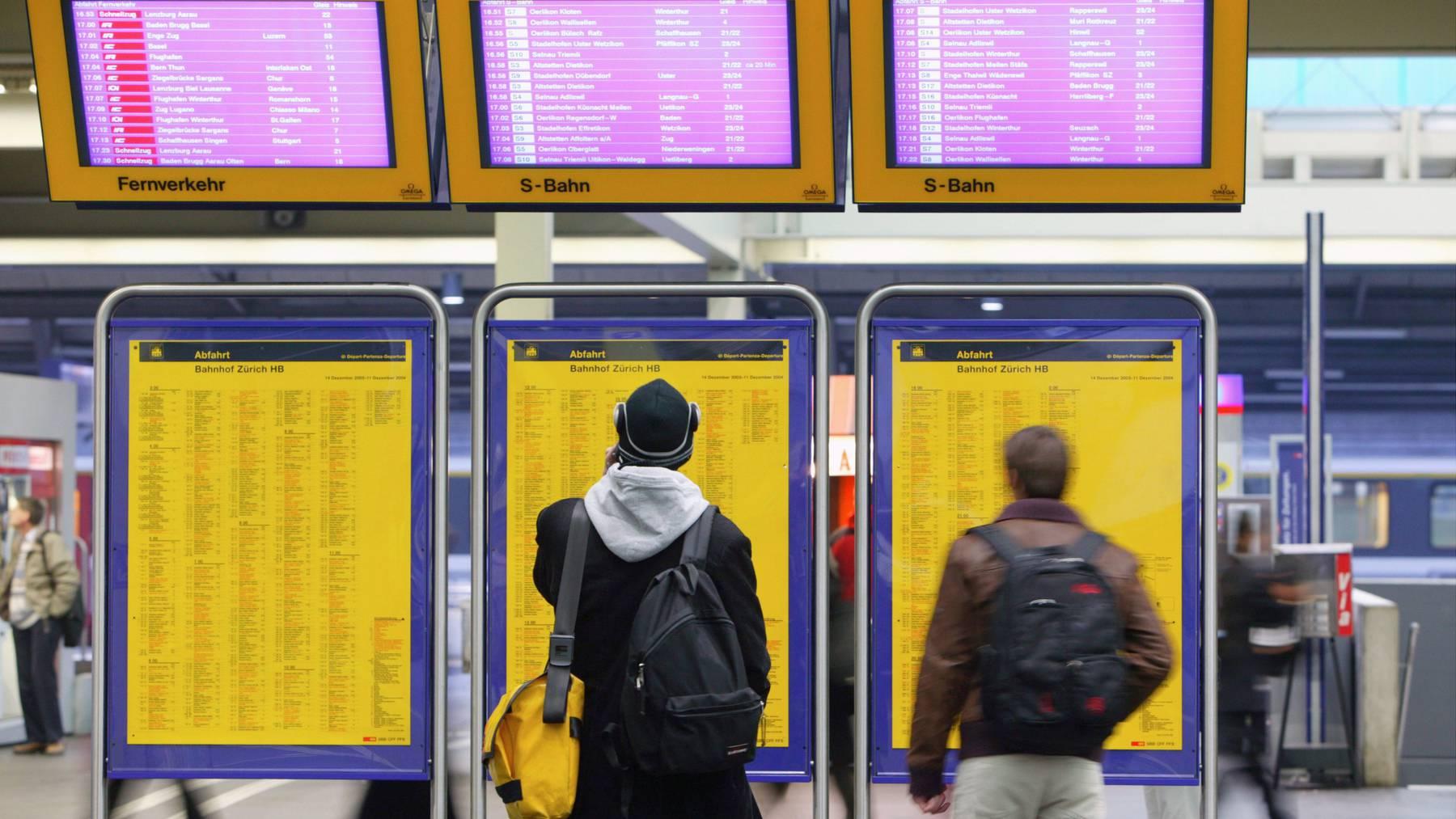Die SBB muss bald wegen Verspätungen ab eine Stunde Geld zurückerstatten. Nun prüft sie sogar Entschädigungen ab fünf Minuten.