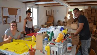 Im Matterhaus werden fleissig Vorbereitungen getroffen: Riccarda Küng, Jana Percoso und Patrick Schweizer (von links nach rechts) freuen sich auf das Jubiläumsfest. ES