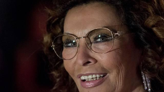 Sophia Loren ist ein Fan des neuen Papsts - und wäre auch gern so beschäftigt wie er (Archiv)