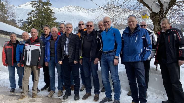 14 Männerturner im Schnee