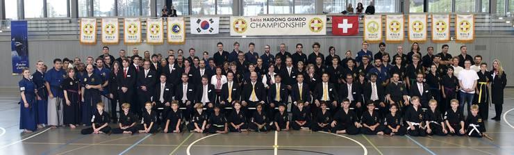 Alle Teilnehmer, Helfer, Meister und das OK der zweiten Haidong Gumdo Schweizermeisterschaft.