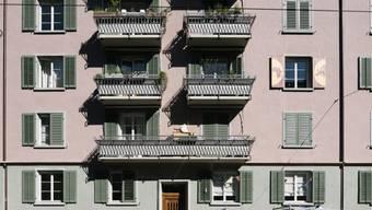Wer eine Wohnung mieten will, erfährt auch künftig nur in einigen Kantonen, welchen Mietzins der Vormieter bezahlt hat. (Symbolbild)