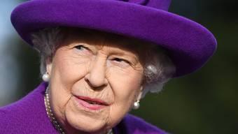 Die Queen, seit über 65 Jahren das Oberhaupt des britischen Staates. Doch steht die Frage im Raum, wie lange sie dies noch sein wird.