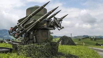 Die Fliegerabwehr gehört zur Schweizer Luftwaffe und benutzt derzeit drei Abwehrsysteme, von denen eines der Rapier (Boden-Luft-Rakete) ist. Nun wird ein neues System evaluiert. (Archivbild)