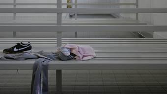 Zürcher Obergericht verurteilt Lehrer, der mit versteckter Kamera Nachbarn, Schülerinnen und die eigene Nichte beim Duschen aufnahm. (Symbolbild)