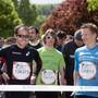 Viktor Röthlin (links in schwarz) mit anderen Läuferinnen und Läufern beim Start zum letztjährigen Wings for Life World Run am 4. Mai 2014 in Olten.