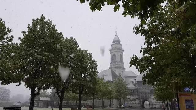 Schnee fällt am 19. April 2017 in der Stadt Solothurn