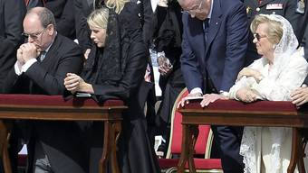 Belgiens Ex-König Albert II. (2. von rechts) wehrt sich gegen eine richterliche Anordnung zu einem DNA-Test. (Archivbild)