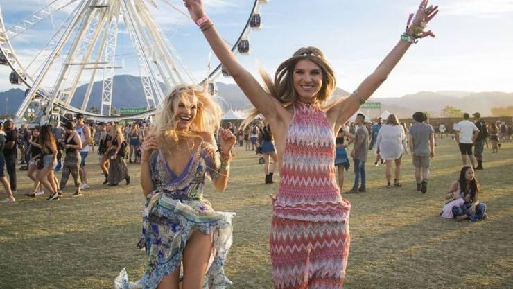 Besucherinnen am letztjährigen Coachella Music & Arts Festival im kalifornischen Indio. Heuer sind Beyoncé, Eminem und The Weeknd die Headliner.
