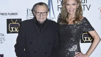 Sieben Frauen und acht Scheidungen: US-Talkmaster Larry King mit seiner baldigen Ex-Frau Shawn King. Mit ihr war er 22 Jahre verheiratet. (Archivbild)