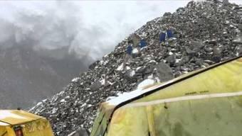 Neues Video von der Lawine am Everest aufgetaucht – mit verstörendem Dialog