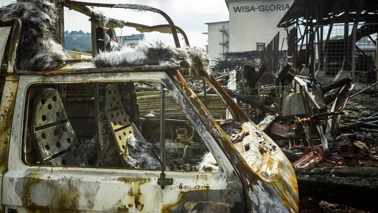 Der Brandplatz beim Wisa-Gloria Areal in Lenzburg nach dem verheerenden Feuer. Aufgenommen am 10. Oktober 2016.