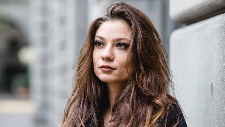 Nayla Joy Dubs überzeugt Model Manuela Frey und Influencerin Zoë Pastelle in der ersten Folge von «Switzerland's Next Topmodel».