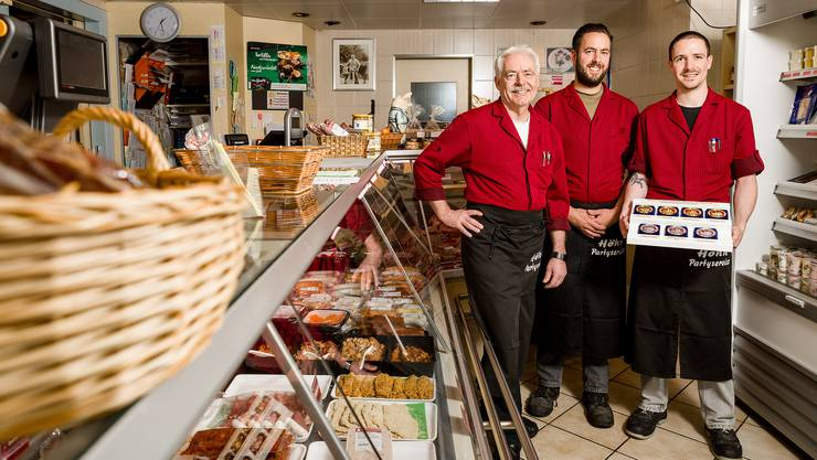 Sie gewannen an der internationalen Fleischerei-Fachausstellung sieben Medaillen Hans Höhn (l.) und seine beiden Söhne Daniel (Mitte) und Tobias.
