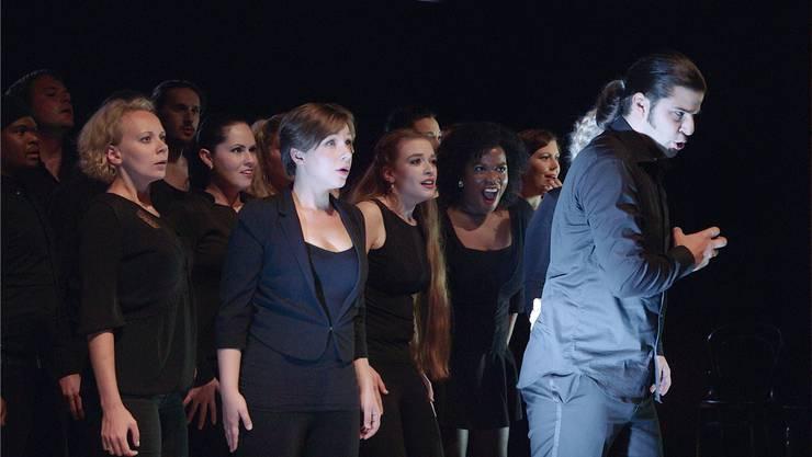 Die jungen Opernsänger treten vor wichtigen Opernintendanten im Stadtcasino Basel auf – für einige könnte dies den Anfang ihrer Karriere bedeuten.