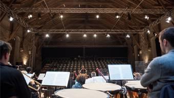 Die Reithalle auf dem Aarauer Kasernenareal soll bis 2021 so umgebaut werden, dass sie als Konzert- und Theatersaal genutzt werden kann.