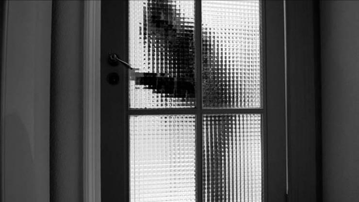 Die Frau klingelte und stand Schmiere, der Mann stieg ins Haus ein. (Symbolbild)