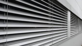 Geschlossene Fenster.  Dass Ferienheim «Ob dem See» in Davos Wolfgang geschlossen.  (Symbolbild, Archiv)