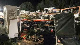 Ort der Verwüstung: Ein Sturm hat in Österreich ein Festzelt eingerissen - zwei Menschen kamen ums Leben.