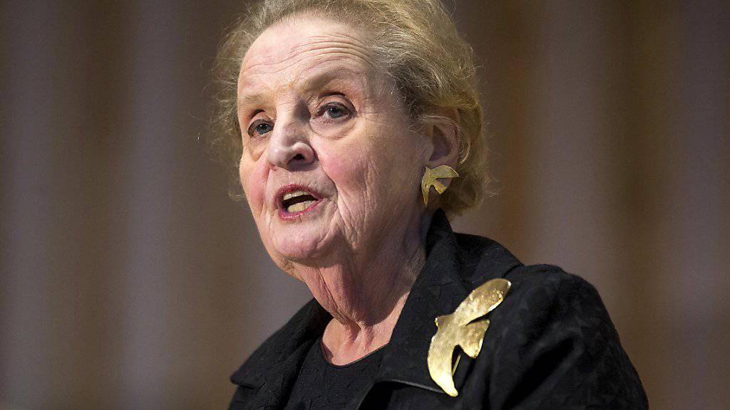 Zu den Unterschreiberinnen der Erklärung gegen Trumps neuen Einreisebann gehört auch die ehemalige US-Aussenministerin Madeleine Albright. (Archiv)