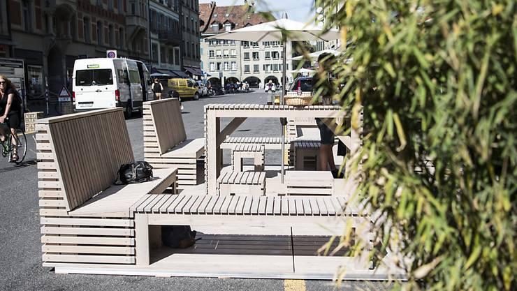 Dieser Parklet auf der Berner Zeughausgasse belegt sogar mehr als ein Parkfeld.