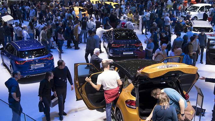 602'000 Personen besuchten den 89. Autosalon in Genf, der am Sonntag zu Ende ging. Dies entspricht einem Rückgang von 9 Prozent im Vergleich zum Vorjahr. Dafür wird der virtuelle Ansturm auf den Anlass immer grösser.