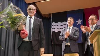Hansjörg Knecht, links, und Parteipräsident Thomas Burgherr und Rolf Jäggi, Präsident der Findungskommission. Hansjörg Knecht wird als Ständeratskandidat nominiert, Tegerfelden, 29. August 2018.