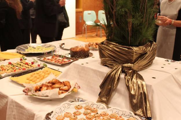 Beim Neujahrsapero in Oetwil kommt kein Hunger auf.