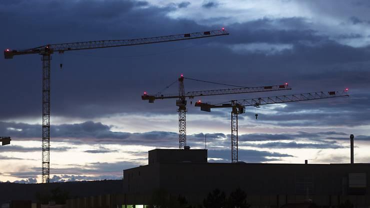 Es wird weiterhin gebaut, was das Zeug hält: Das Bauhauptgewerbe hat im ersten Halbjahr die Umsätze um über 5 Prozent gesteigert. (Symbolbild)