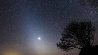 """Die Sonde """"Solar Orbiter"""" wird heute Freitag nahe an der Venus, dem Nachbarplaneten der Erde, vorbeifliegen und weiter Kurs Richtung Sonne nehmen. Die Venus sticht in der Milchstrasse aus Sicht der Erde deutlich hervor. (Archivbild)"""