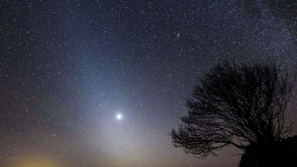 Die Sonde «Solar Orbiter» wird heute Freitag nahe an der Venus, dem Nachbarplaneten der Erde, vorbeifliegen und weiter Kurs Richtung Sonne nehmen. Die Venus sticht in der Milchstrasse aus Sicht der Erde deutlich hervor. (Archivbild)
