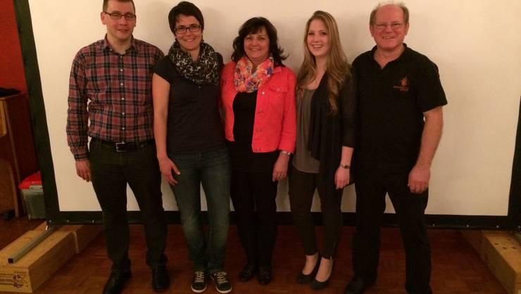 Der neue Vorstand der erlinsbacher bühne:  v.l.n.r. Martin Krüttli (Aktuar), Manuela Zbinden (Finanzen), Trisi Buser (Präsidentin), Melanie Göldi (Vizepräsidentin), Felix Wüthrich (Beisitzer).