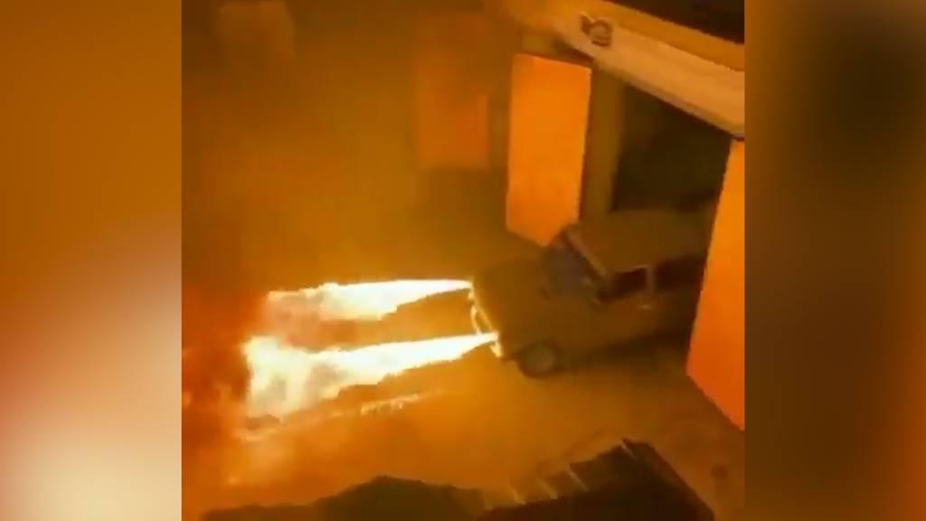 Feuriges Gefährt: Russe pimpt sein Auto mit Flammenwerfer