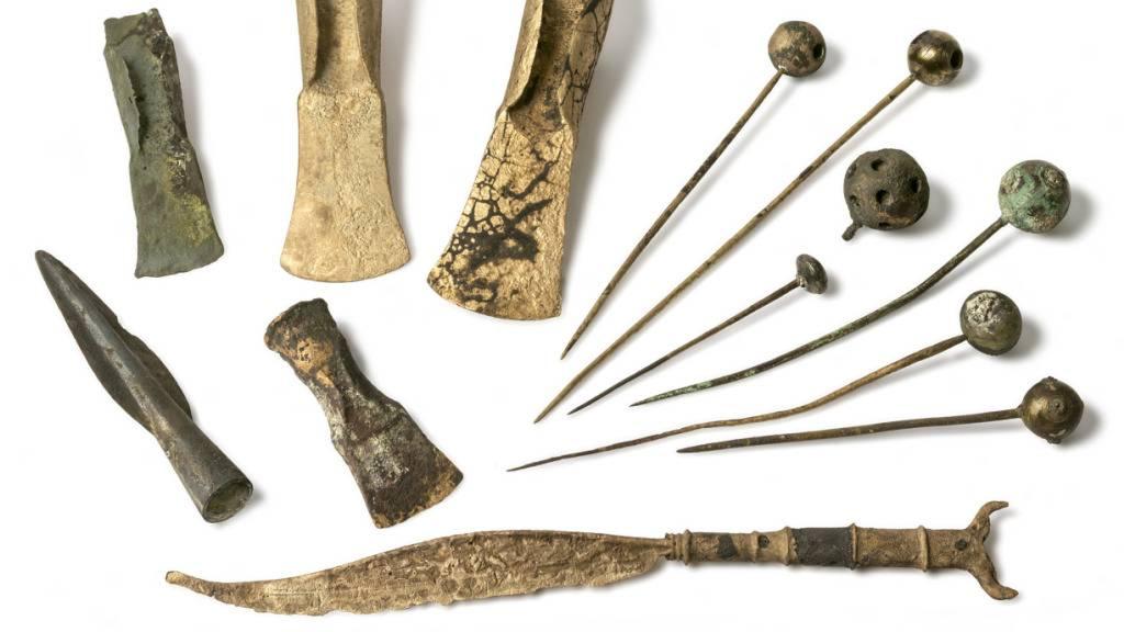 Taucher untersuchen Pfahlbauten aus der Bronzezeit