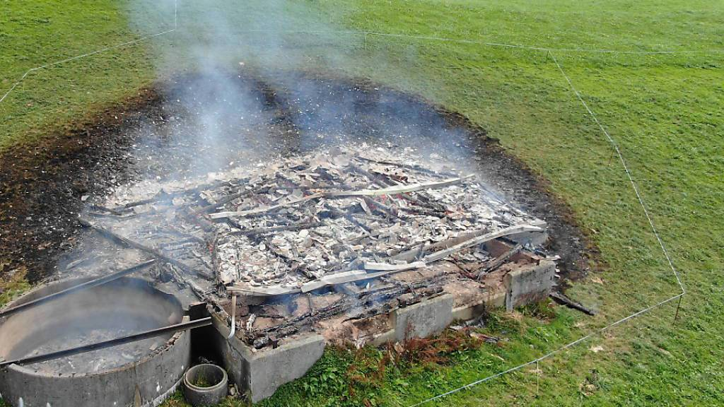 Oberhalb von Wattwil SG im Toggenburg ist ein Schuppen bis auf die Grundmauern niedergebrannt. Die Ursache des Feuers ist noch nicht bekannt.