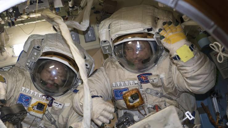 Haben acht Stunden lang Aussenarbeiten an der ISS absolviert: Die russischen Kosmonauten Alexander Missurkin (l.) und Anton Schkaplerow. (Archiv)