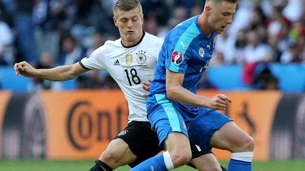 Milan Skriniar (im Vordergrund am Ball) verstärkt Inter Mailand